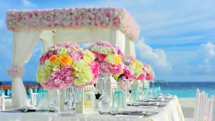 decorate a wedding